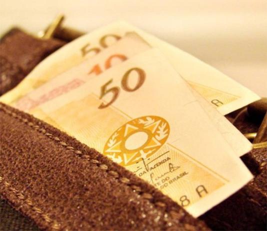 Diante de repercussão negativa, governo desiste de PEC que permitiria congelamento do salário mínimo