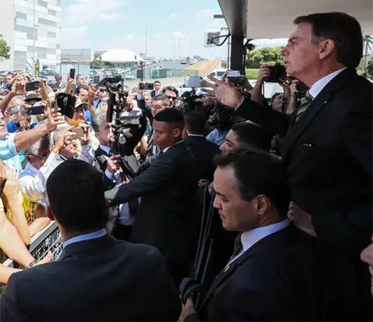 """Populista, Bolsonaro diz que """"o interesse na Amazônia não é no índio nem na porra da árvore, é no minério"""""""